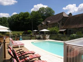 Comfortable 2 bedroom Cendrieux Gite with Internet Access - Cendrieux vacation rentals