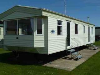 Caravan by sea, near Clacton - Clacton-on-Sea vacation rentals