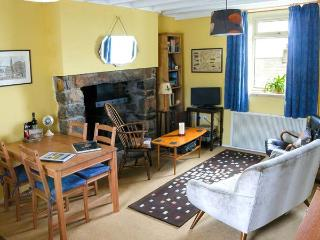 HENFRO, woodburner, WiFi, dog-friendly, terrace cottage in Llithfaen, Ref. 28732 - Trefor vacation rentals