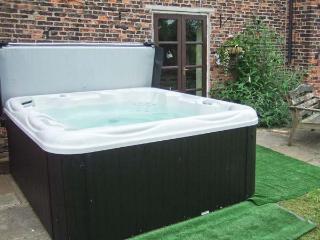SWALLOWS FARM, en-suite facilities, WiFi, hot tub, Ref 906409 - Fenwick vacation rentals