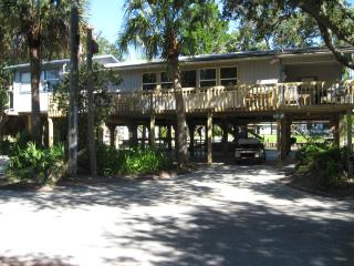 3 bedroom House with Deck in Horseshoe Beach - Horseshoe Beach vacation rentals