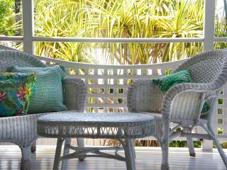 Pandanus Cottage - A tropical spacious 3 bedroom h - Port Douglas vacation rentals