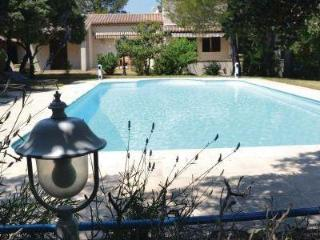 Nice House with Internet Access and Television - Cornillon-Confoux vacation rentals