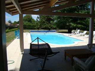 Nice 8 bedroom House in Les Eglisottes-Et-Chalaures - Les Eglisottes-Et-Chalaures vacation rentals