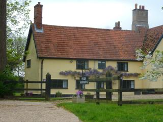 Spacious 4 star Family Holiday Cottage,nr EYE. ..THIS WILL SLEEP 6 GUESTS -AUG17 - Eye vacation rentals