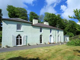 Glandwr, Tresaith, Wales, 5 Star Luxury, Sleeps 12 - Tresaith vacation rentals
