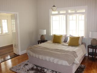 NEW LISTING - Inner city Brisbane, Cottage. - Brisbane vacation rentals