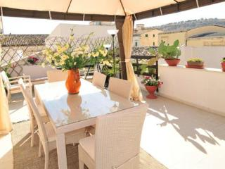 Beautiful 2 bedroom Vacation Rental in Scicli - Scicli vacation rentals