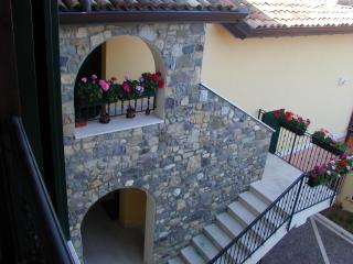 Comfortable 2 bedroom Puegnago sul Garda Condo with Internet Access - Puegnago sul Garda vacation rentals
