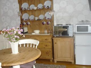Romantic 1 bedroom Cottage in Halstead with Internet Access - Halstead vacation rentals
