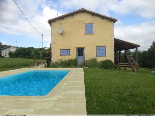 Lovely House with Internet Access and Central Heating - Courrensan vacation rentals