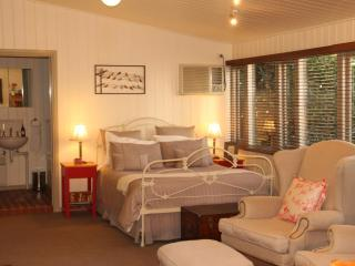 Beautiful 1 bedroom Bed and Breakfast in Buninyong - Buninyong vacation rentals