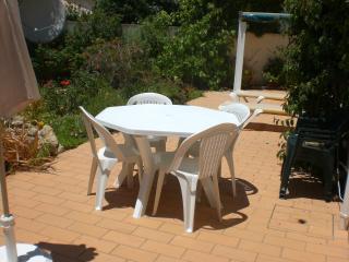 A PEACEFUL GARDEN APARTMENT IN CARVOEIRO, ALGARVE - Carvoeiro vacation rentals