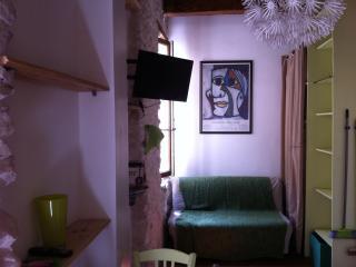 Charmant studio meublé 13002 - Marseille vacation rentals