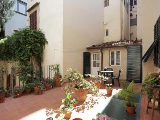 Cosy & spacious apt facing Santa Croce church - Florence vacation rentals