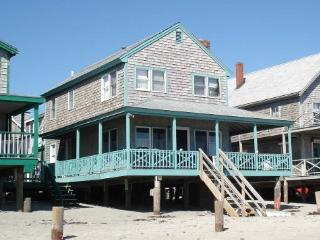 Cottage directly on Minot Beach, Scituate!! - Scituate vacation rentals