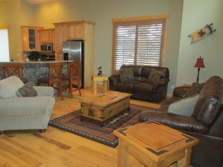 Beautiful, Luxury Townhomes on the 5th fairway. - Estes Park vacation rentals