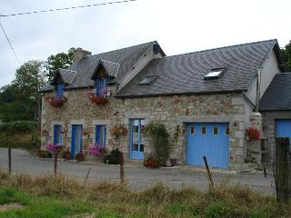 Comfortable Cottage with Satellite Or Cable TV and Outdoor Dining Area - Le Neufbourg vacation rentals