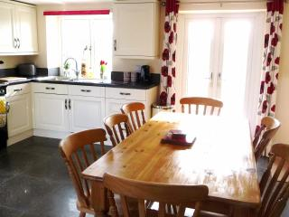 River Cottage, Kelso, 3 Beds, 1.5 baths 2-8 person - Kelso vacation rentals