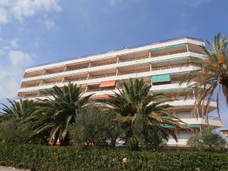 BAHIA II  CRISTAL BEACH - Miami Platja vacation rentals