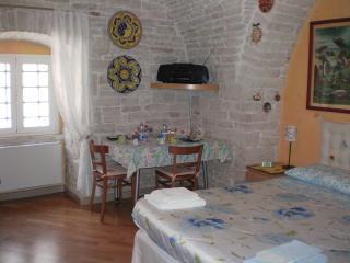 Romantic 1 bedroom Bed and Breakfast in Ruvo Di Puglia with Internet Access - Ruvo Di Puglia vacation rentals