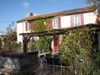 Perfect 2 bedroom Deux-Sevres Farmhouse Barn with Internet Access - Deux-Sevres vacation rentals