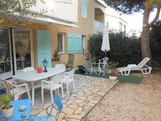 Charming 2 Bedroom Apartment with a Hot Tub and Garden - Six-Fours-les-Plages vacation rentals
