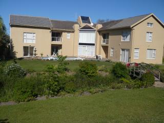 Bright 4 bedroom Port Shepstone Condo with Internet Access - Port Shepstone vacation rentals