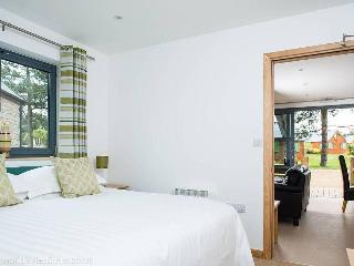 Cozy 2 bedroom Lodge in Saint Brelade with Deck - Saint Brelade vacation rentals