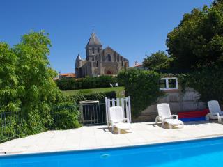 Dolphin Gites, Parasol Pine, Gîte 1, Vendée - La Chaize Giraud vacation rentals