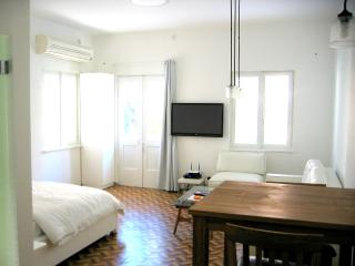 Unit D- Studio apartment - Tel Aviv vacation rentals