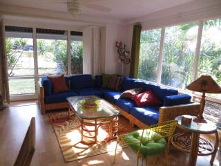 Ocean access 1 block. Cute hawaiian style cottage - Kailua-Kona vacation rentals