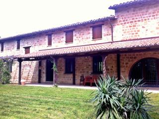 Villa Tua - luxury stay, private pool and grounds - San Ginesio vacation rentals