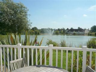 Lake View, Isis Lake, Cotswold Water Park - South Cerney vacation rentals