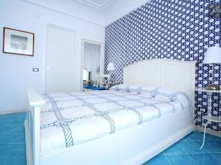 SUITE FLORA WI-FI free - CENTRAL CHIAIA - Naples vacation rentals