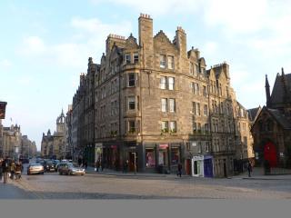 Lawnmarket Apartment - Edinburgh vacation rentals