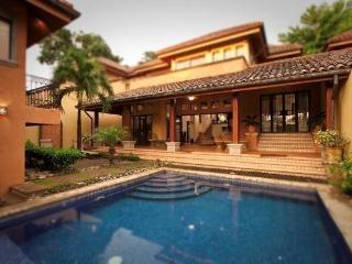 Luxurious 4 BR Villa Private Pool Tamarindo Beach - Tamarindo vacation rentals