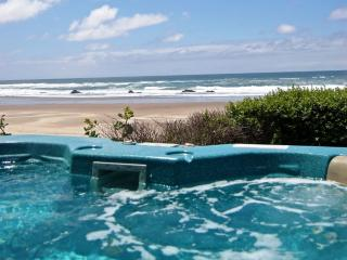 Lincoln City Oceanfront w/ Hot tub & beach access - Lincoln City vacation rentals