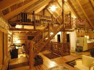 LOG HOME ON HARRIS LAKE WITH 15 ACRES IN COLOMA - Coloma vacation rentals