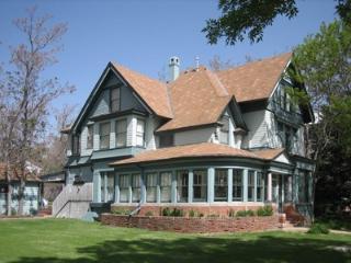 Modernized high end Victorian with parklike yard. - Silt vacation rentals