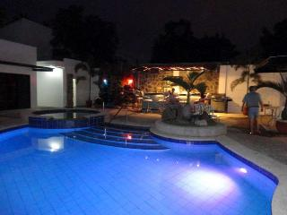 Comfortable Bungalow with Internet Access and A/C - Angeles vacation rentals