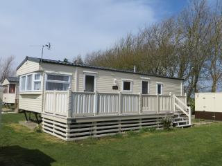 Nice Caravan/mobile home with Internet Access and Tennis Court - Selsey vacation rentals