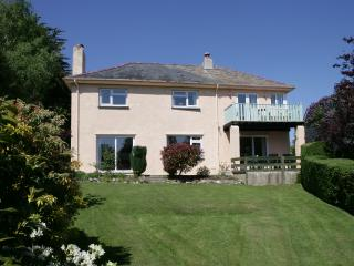 Lovely 4 bedroom Criccieth Cottage with Internet Access - Criccieth vacation rentals