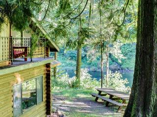 Spacious, riverfront lodge with beach access, private hot tub & forest views! - Washougal vacation rentals