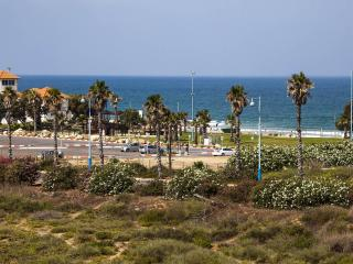 Sea view, beach, near Caesarea, Villa / 10 people - Israel vacation rentals