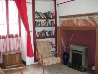 Charming Gite with Internet Access and Satellite Or Cable TV - Vermenton vacation rentals