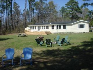 Shannon Point Lodge Peaceful and Private - Dunnsville vacation rentals