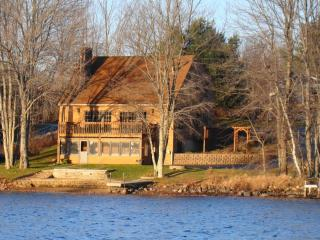 LAKEFRONT - AMAZING FALL FOLIAGE - SKI GUNSTOCK - Belmont vacation rentals