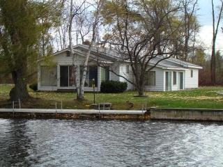 Spacious Waterfront Cottage on Houghton Lake - Northeast Michigan vacation rentals