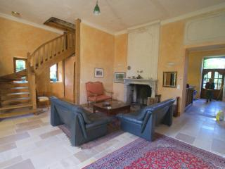Adorable 5 bedroom Cenac Gite with Internet Access - Cenac vacation rentals